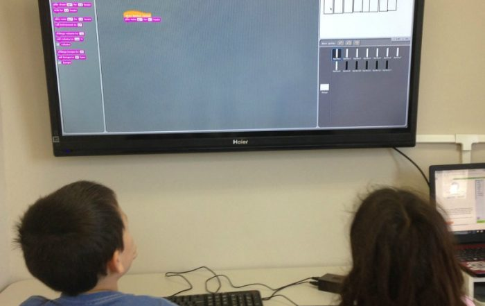 Coding for girls: boys and girls learning to code at Genius Owl